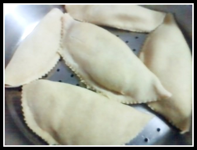 Lentils stuffed dumplings