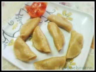 Steamed Lentils stuffed dumplings