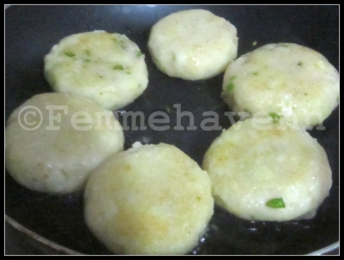 Matar-Aloo Chaat/Tikki (Green Peas-Potatoes Patties)
