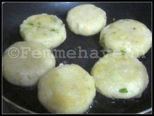 Matar-Aloo Chaat/Tikki (Green Peas-Potatoes Patties)