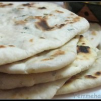 Mint-Garlic Butter Naan/Nan (on Pan/Tawa, without Tandoor/Microwave-Oven)