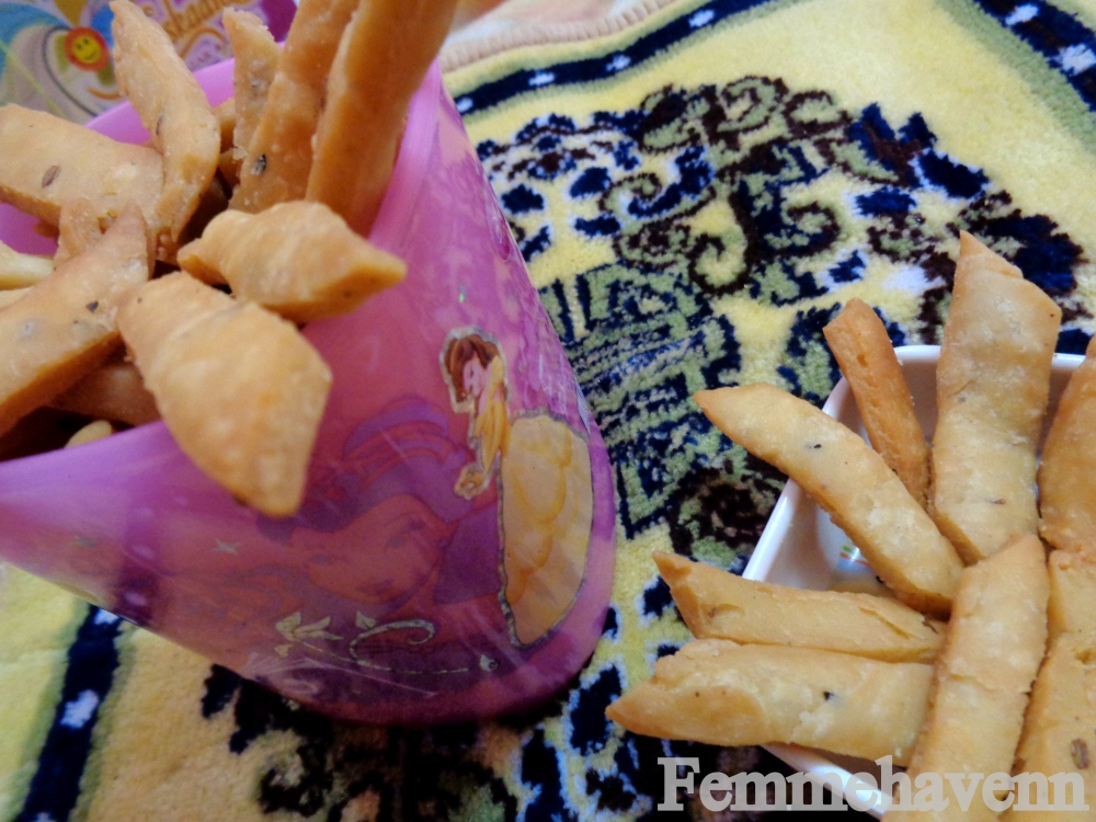 Namak-Pare/Nimki (Salted APF Crackers/diamond Cuts)